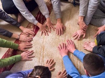 מעגל ידיים על השטיח