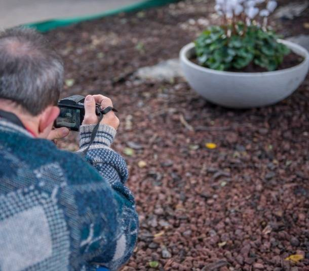 בוגר מצלם טבע בסדנת צילום